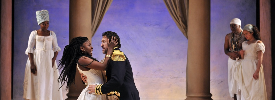 Joaquina Kalukango (Cleopatra) and Jonathan Cake (Mark Antony), photo: Hugo Glendinning