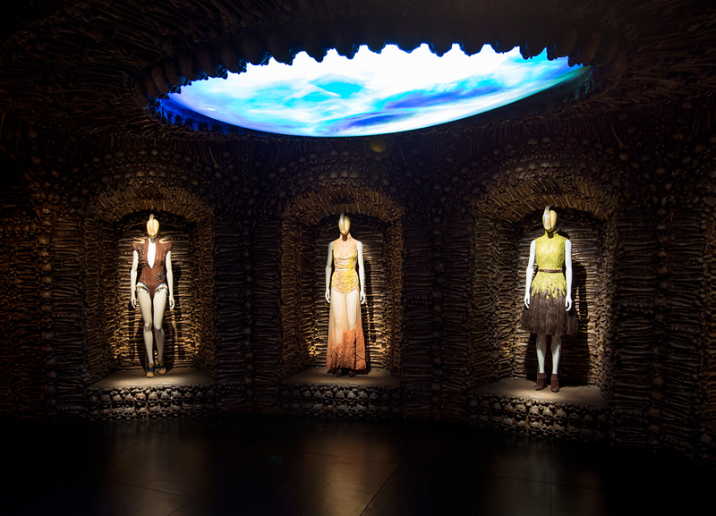 4._installation_view_of_romantic_primitivism_gallery_alexander_mcqueen_savage_beauty_at_the_va_c_victoria_and_albert_museum_london_0