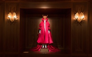 5._installation_view_of_romantic_nationalism_gallery_alexander_mcqueen_savage_beauty_at_the_va_c_victoria_and_albert_museum_london_2
