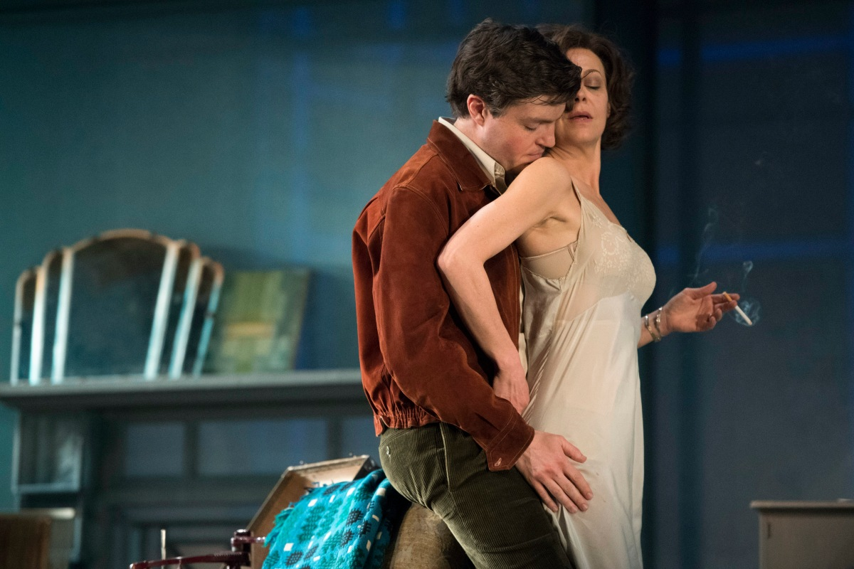 Review: The Deep Blue Sea, National Theatre