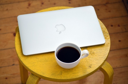 laptop-computer-coffee-yellow-163145